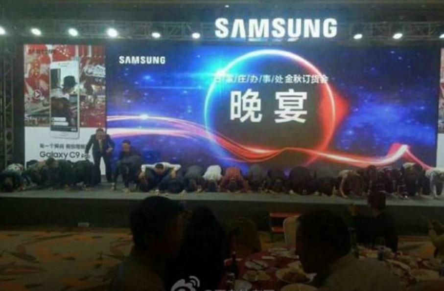 Руководство Samsung вКитае наколенях извинилось завзрывоопасный смартфон Note 7