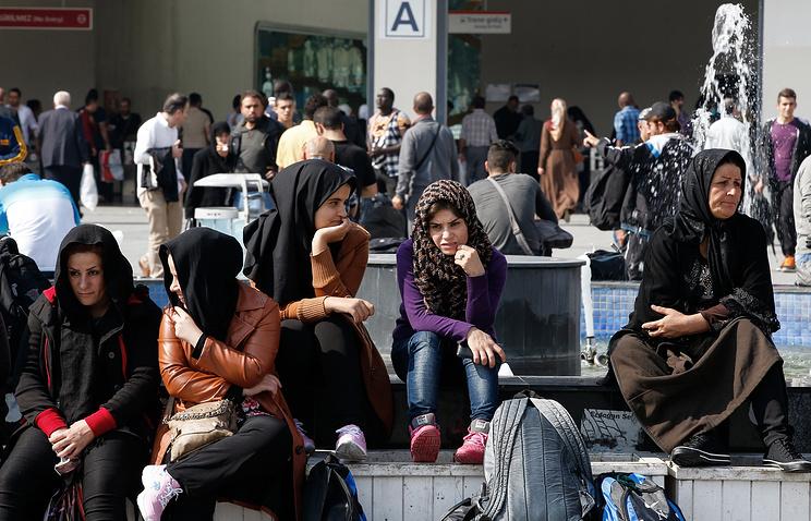 Около 50 беженцев устроили погром вцентре для мигрантов вСтамбуле
