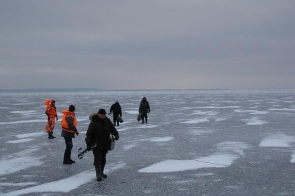 ВЧувашии сдрейфующей льдины пробуют спасти 12 человек