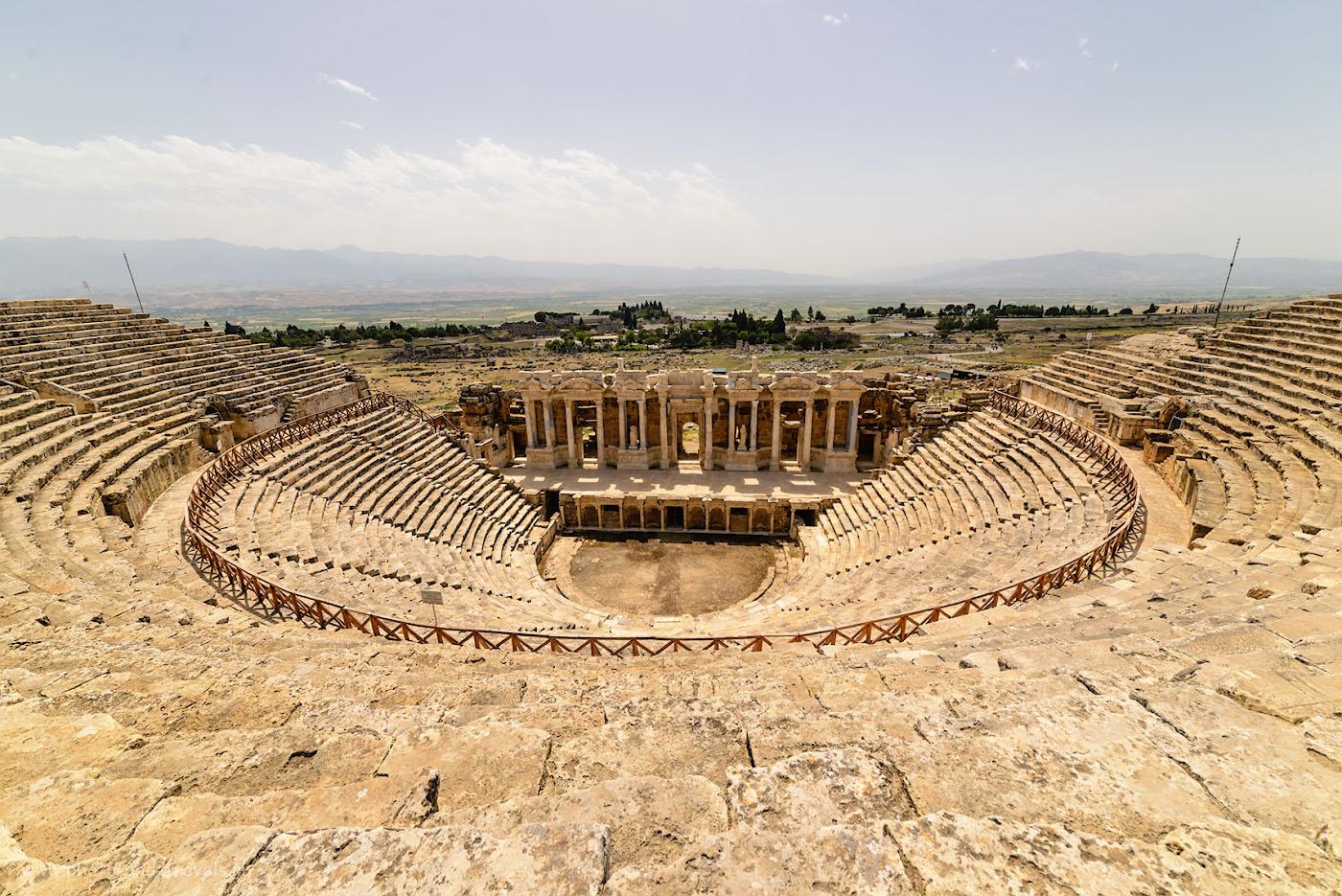 Фото 19. Как римляне умудрились без техники и машин отстроить такие сооружения? Театр в Иераполисе, Памуккале. 1/320, 8.0, 100, 14.