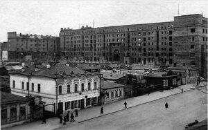 Челябинск. Строительство 7-этажного жилого дома. Здание главным фасадом обращено к площади Революции. 1935.