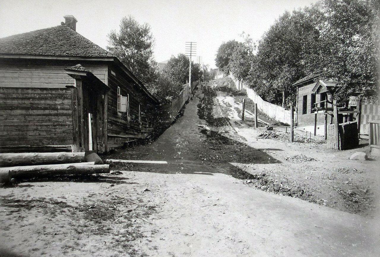 Вид с Резницкой улицы на Вознесенскую гору. 1901