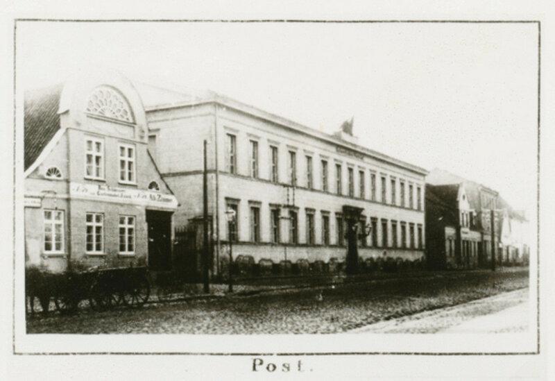 1840-50 Tilsit, Hohe Str., Postgebaude um 1840.jpg