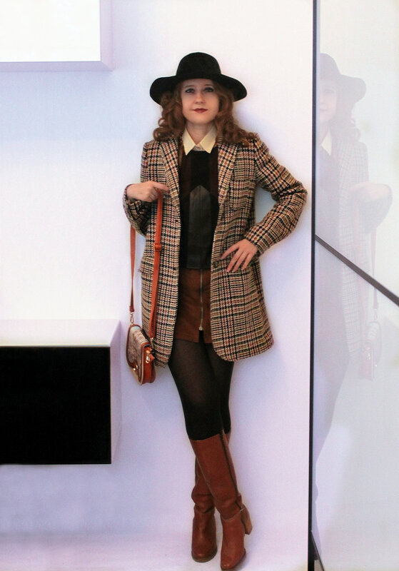 Шляпа - Forever21, топ - Stradivarius, юбка - Pull&Bear, пальто - Zara