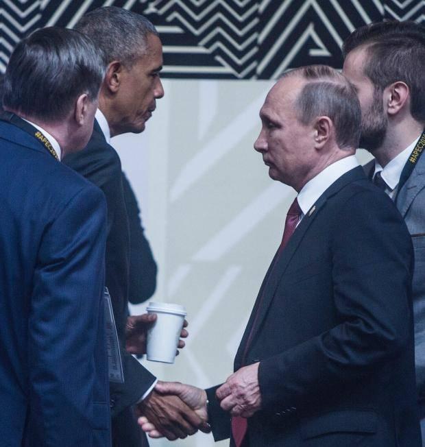 """""""Встреча в """"дружеской"""" атмосфере"""": В сети высмеяли показательное фото рукопожатия Обамы и Путина"""