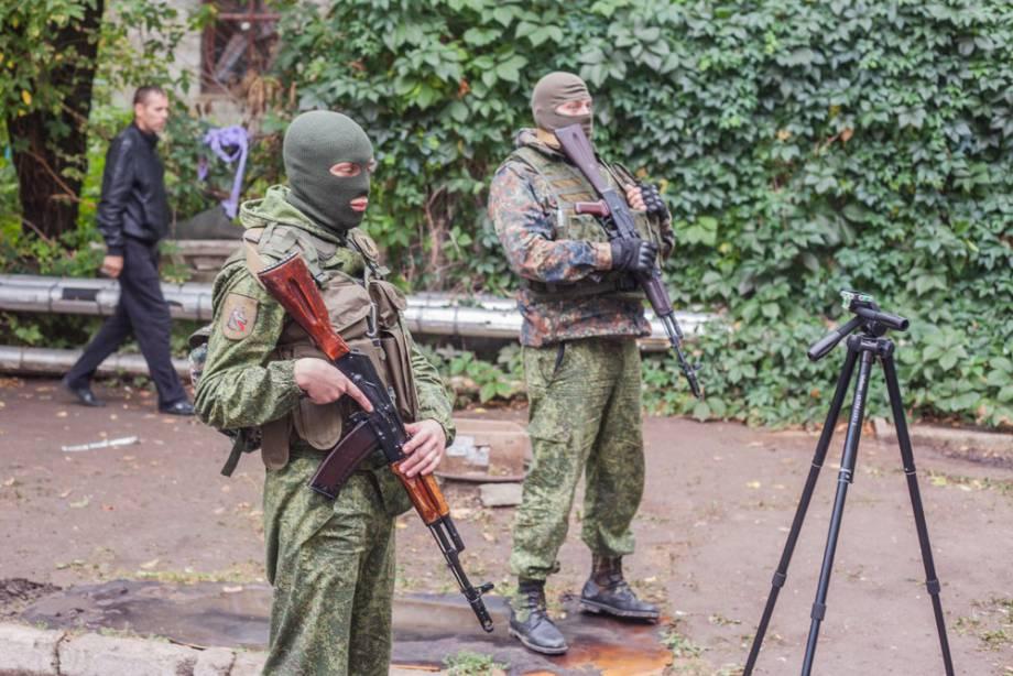 На данный момент боевики удерживают 108 заложников, 495 числятся пропавшими без вести, - СБУ