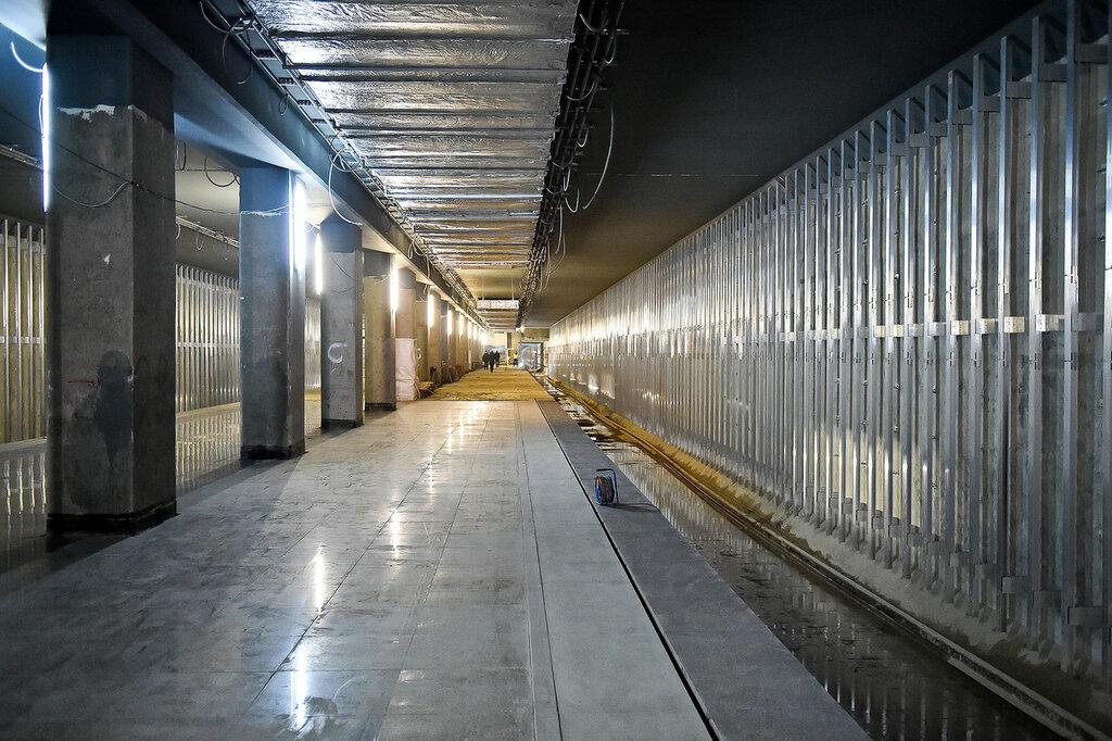 На части платформы гранит уже уложен, также к облицовке подготовлены путевые стены