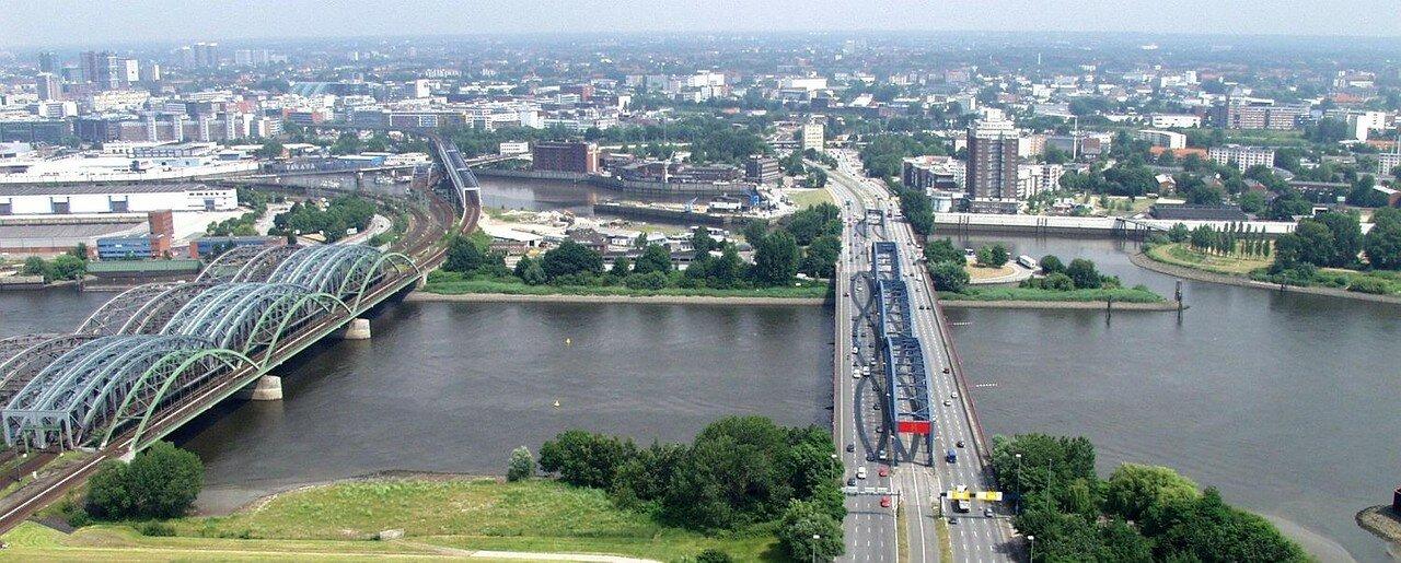 bild-elbbruecken-hubschrauber-panorama.jpg