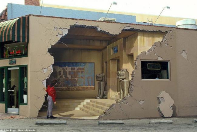 Фантастический объёмный стрит арт