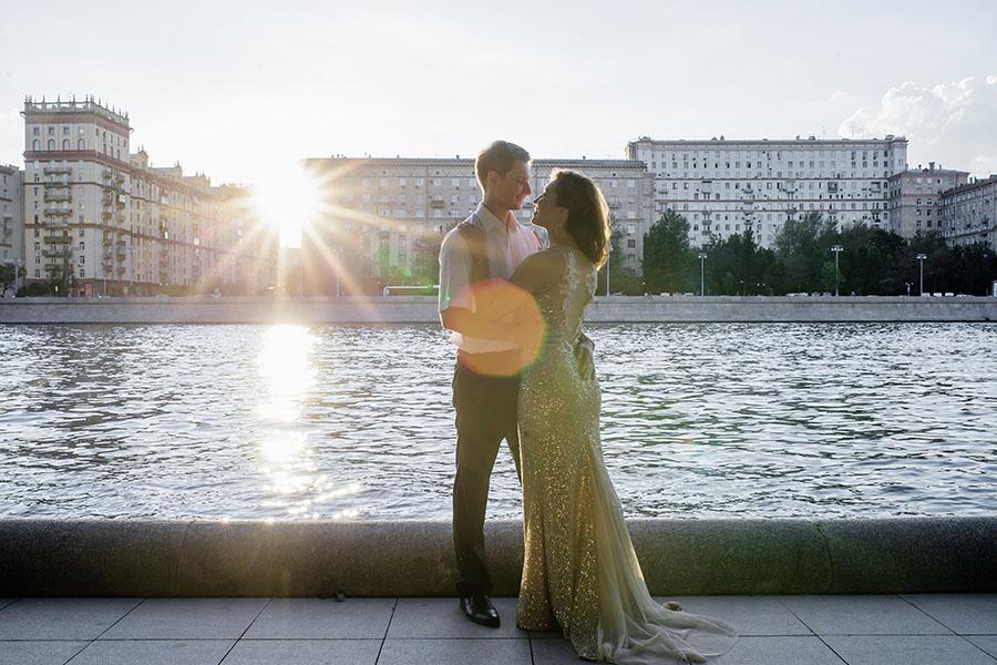 Love story Джеммы и Антона, набережная, закат