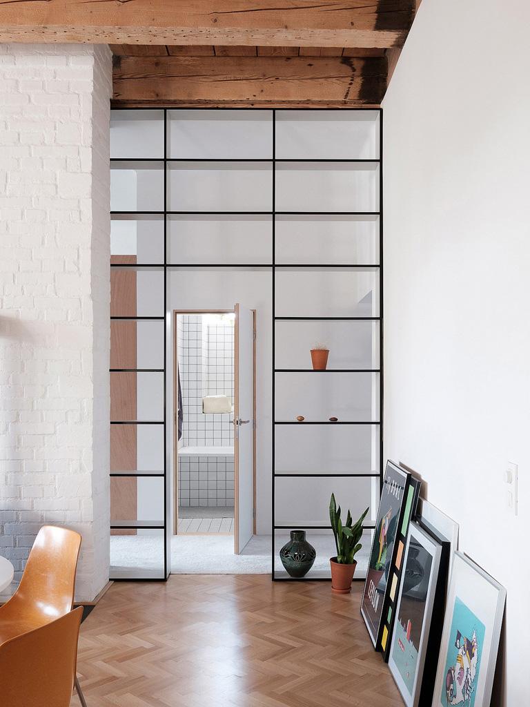 modern-apartment-wiht-hidden-room-5-1360x1813.jpg