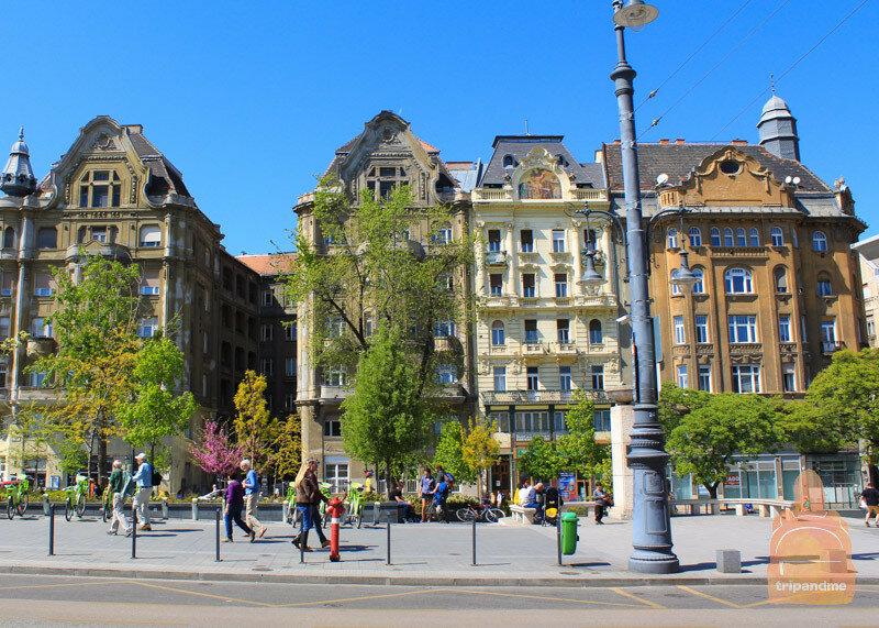 Улица Ваци заканчивается на площади Февам