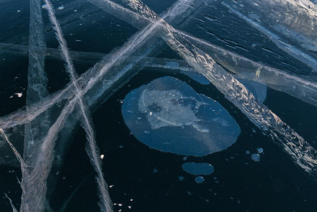 Байкал. Пузырьки воздуха во льду. Пришелец