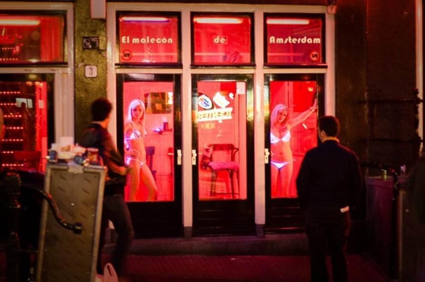 9. Амстердам Амстердам известен тем, что проституция здесь не только легальна, но и хорошо регулируе