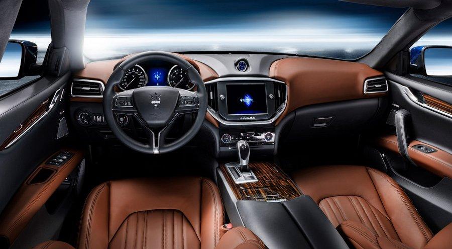 Lamborghini Centenario Roadster Еще одной звездой открывшегося автосалона стала эксклюзивная модель