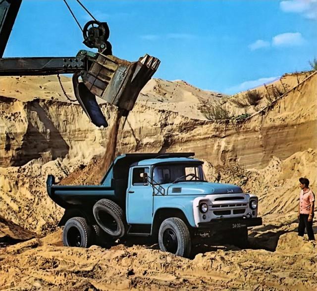 Лишь в 1978 году в производство запустили обновленную машину 130–76, которую легко отличить по