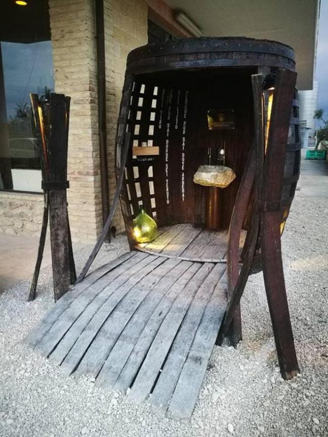 ВИталии установили фонтан, окотором мечтал каждый турист (2 фото)