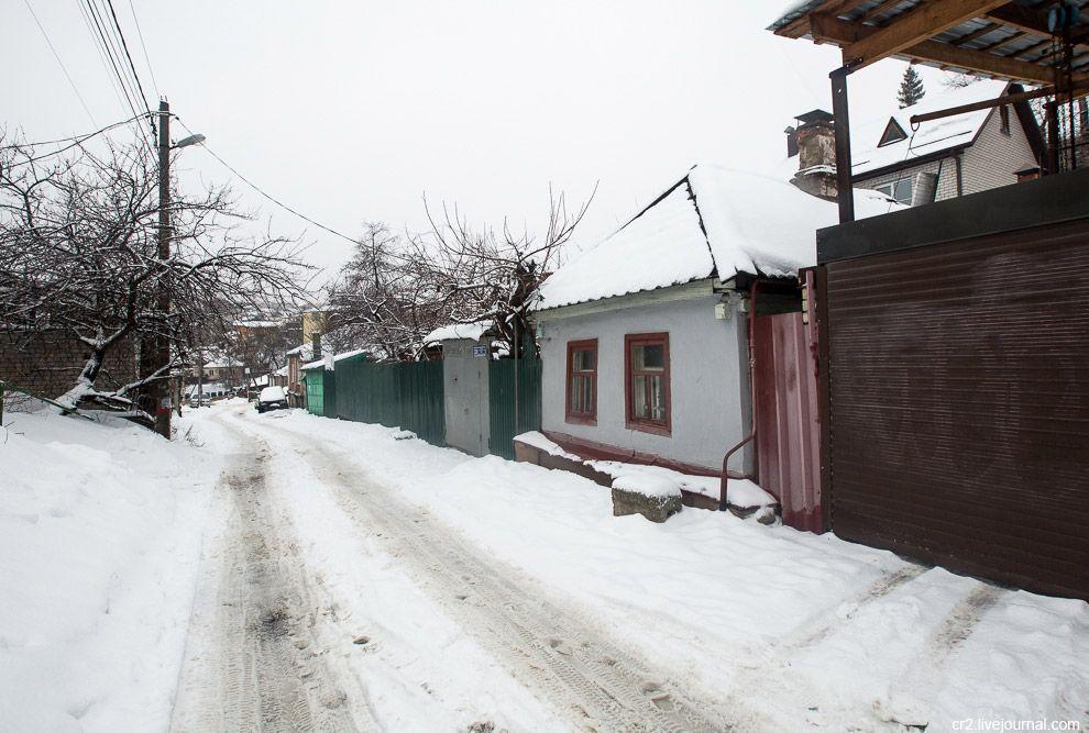 Не знаю, прав я или нет, но кажется здесь сохранился колорит южного города, старого Воронежа, которы