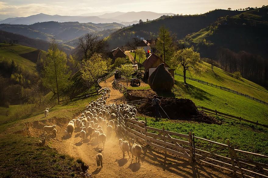 20. Весенним днем в горной деревне Холбав. (Фото: Каталин Качук)
