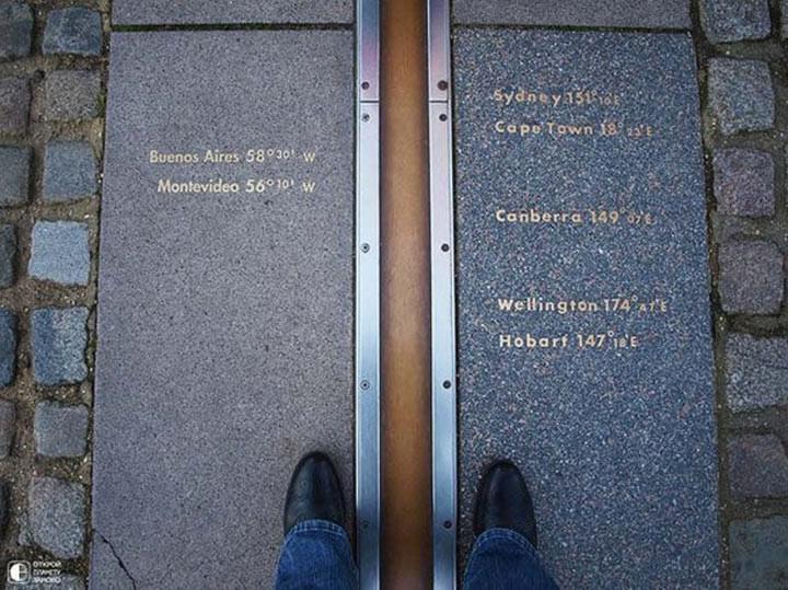 1. Нулевой меридиан в Гринвиче Все, кто приезжает в Гринвич, обязательно стараются стать вдоль мерид