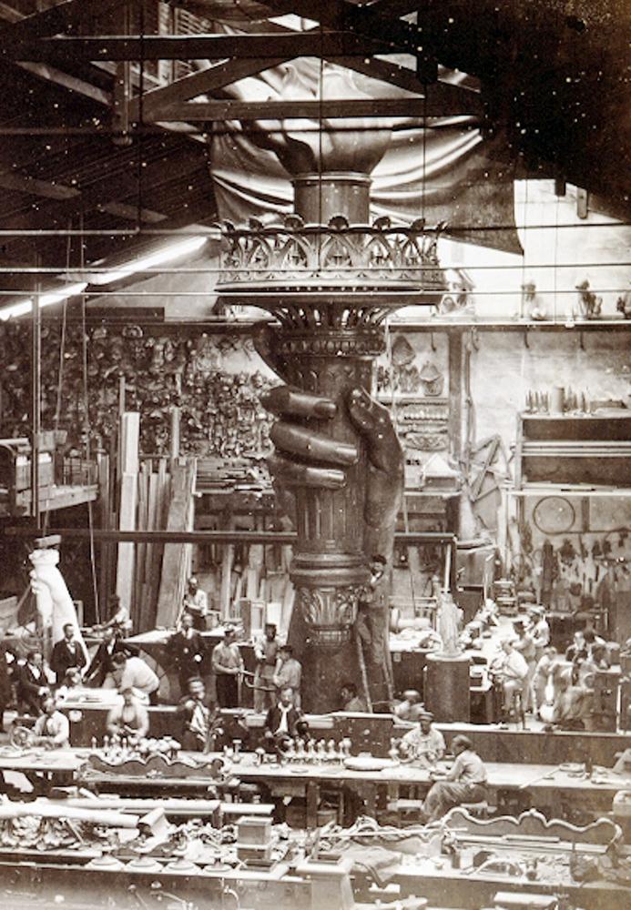 4. Работа над статуей в мастерской скульптора Фредерика Огюста Бартольди в Париже, 1876 год. (AP Pho
