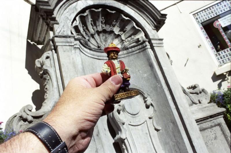 25. У фонтана Писающий мальчик в Брюсселе.
