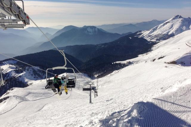 Этот горнолыжный курорт Красной Поляны завоевал популярность всего за два года существования. Здесь