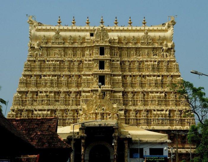 Вообще, Падманабхасвами был сооружен в честь бога Вишну. Находится он в Тривандруме, что в индийском