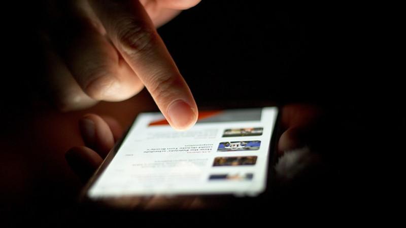 2. Держитесь подальше от ноутбука и смартфона перед сном Телевизор, смартфон, планшет — все, что со