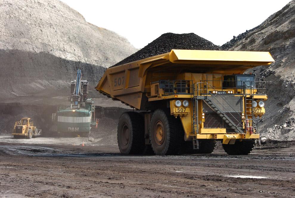 17. Угольные машины тоже производят впечатление. Штат Юта, 28 марта 2009. (Фото AP Photo | Geor