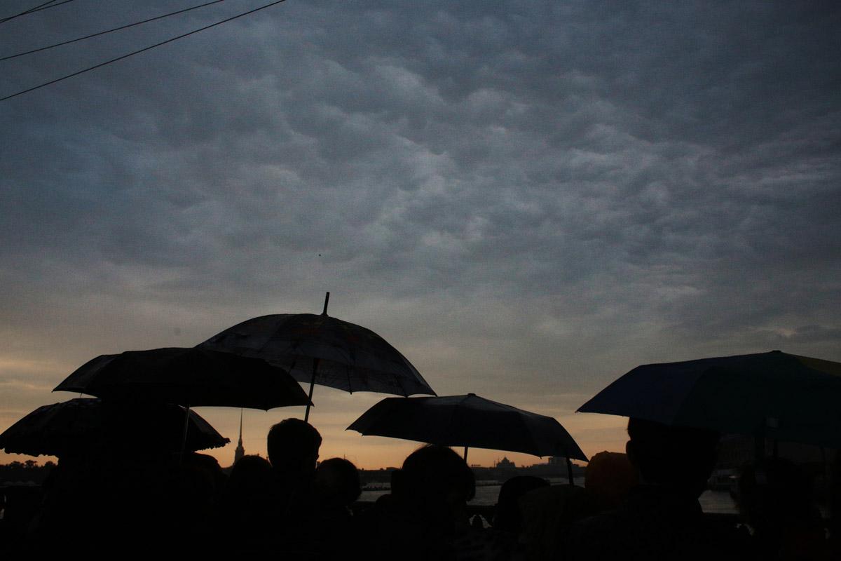 НАВСЕГДА ЮНОСТЬ: как в этом году в Петербурге проходили легендарные «Алые паруса» (38 фото)