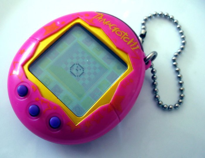 6. Тамагочи Прошли времена, когда цифровые домашние питомцы были неимоверно модной игрушкой. Но если