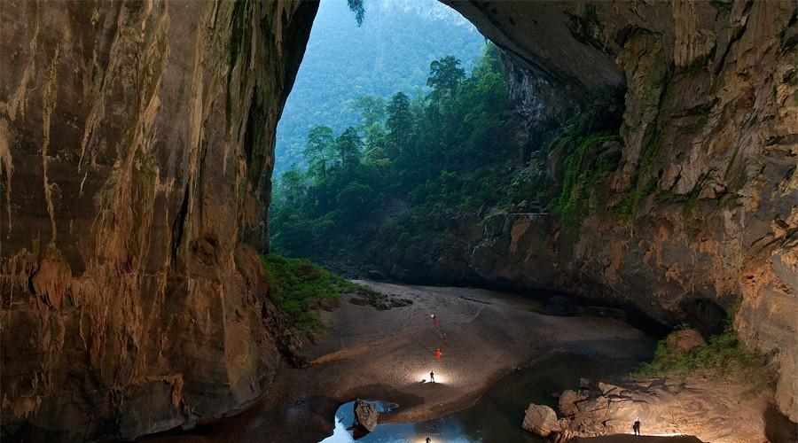 13. Пещера Шондонг, Вьетнам В Центральном Вьетнаме, в провинции Куангбинь, на территории национально