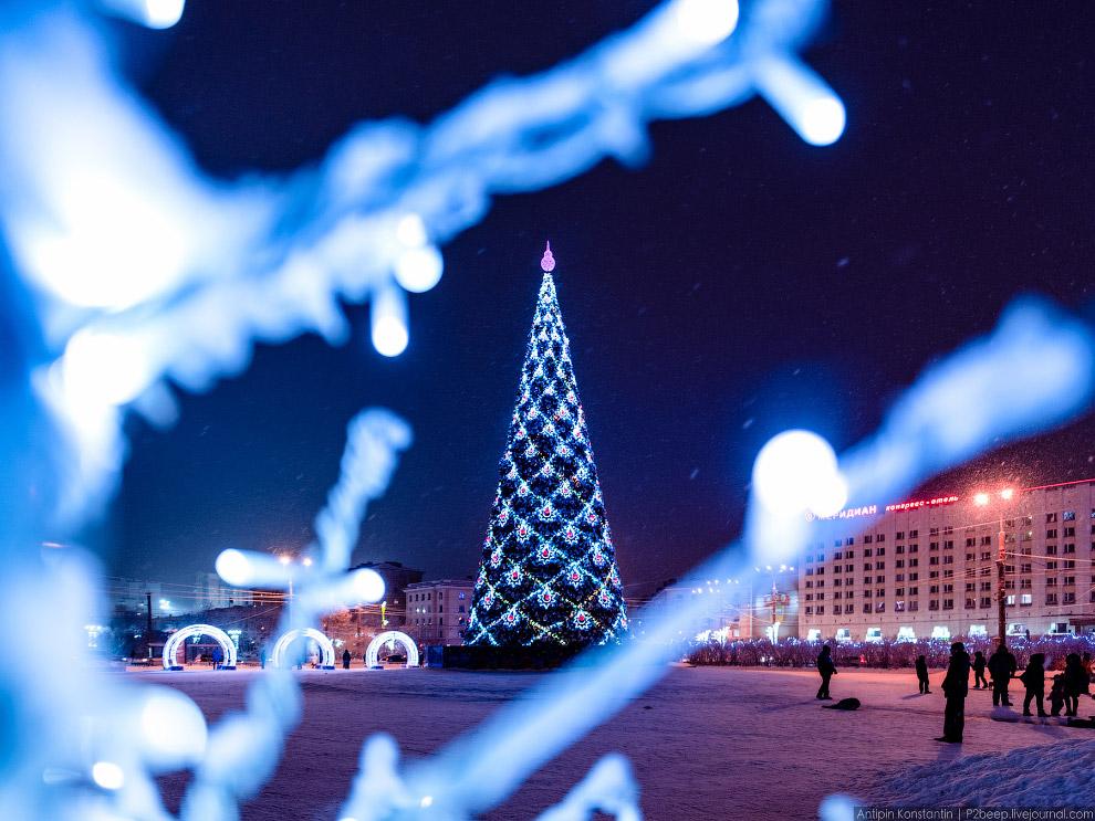 16. Вид на улицу Воровского и железнодорожный вокзал.