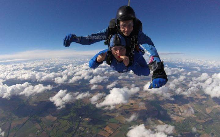 Британец Мартин Рис получил награду за самые невероятные трюки, проделанные в небе с парашютом.