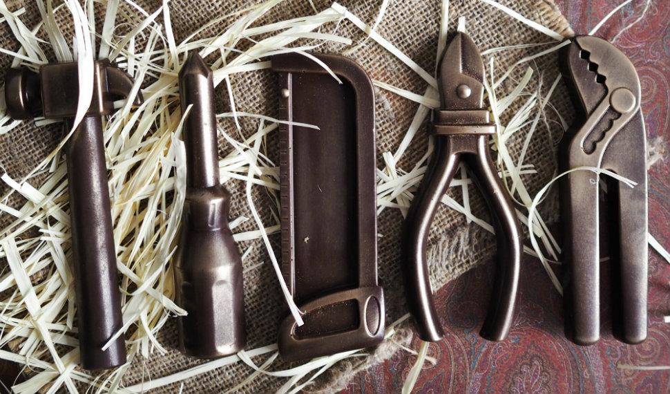 Набор шоколадных инструментов вряд ли поможет починить водопроводный кран или приколотить новую поло