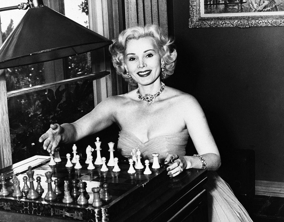 Жа Жа Габор на съемках фильма «Мулен Руж» Джона Хьюстона в 1952 году. AP PHOTO.