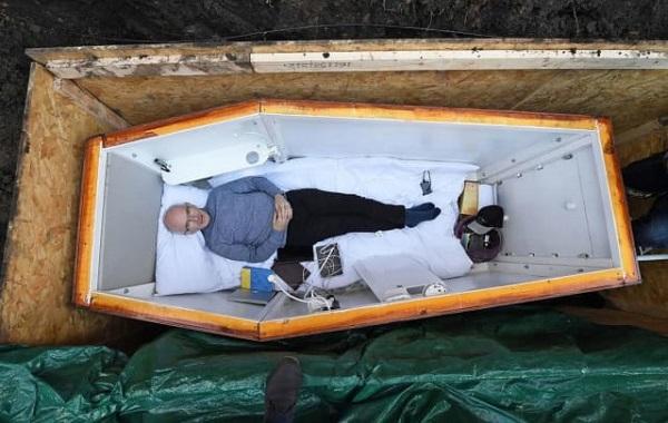 Старый ирландец ведет прямую трансляцию из«комфортного» гроба