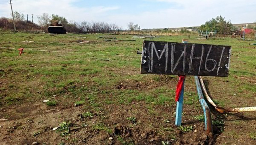 Военная техника напарадах в«ДНР» является несоблюдением минских договоров,— Хуг
