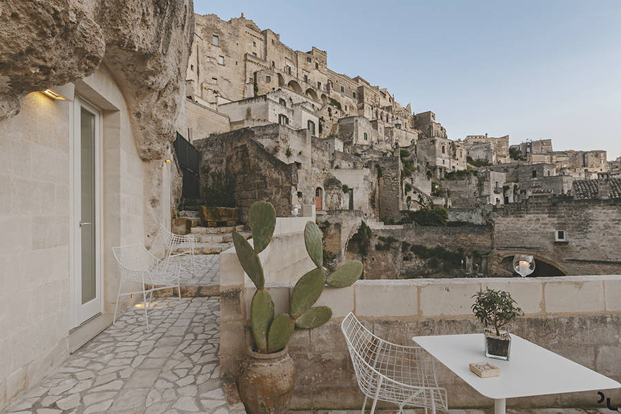 Beautiful Hotel in the Rock in Southern Italy
