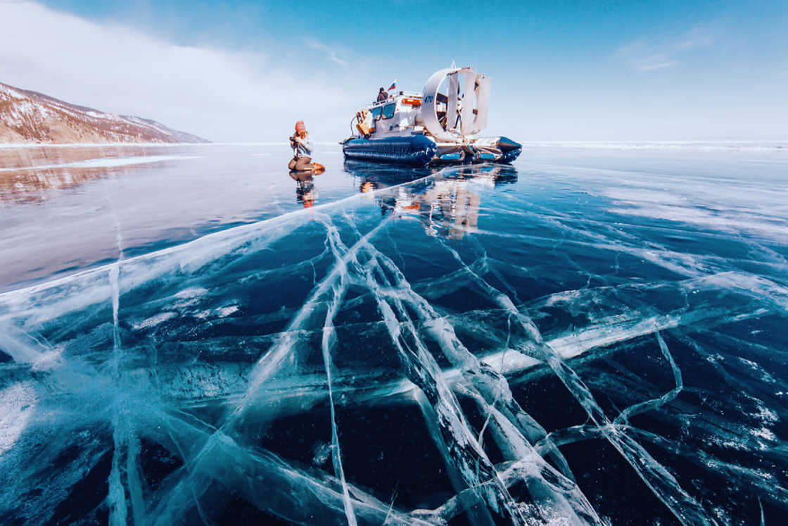 Frozen World - The impressive photos of Lake Baikal during winter