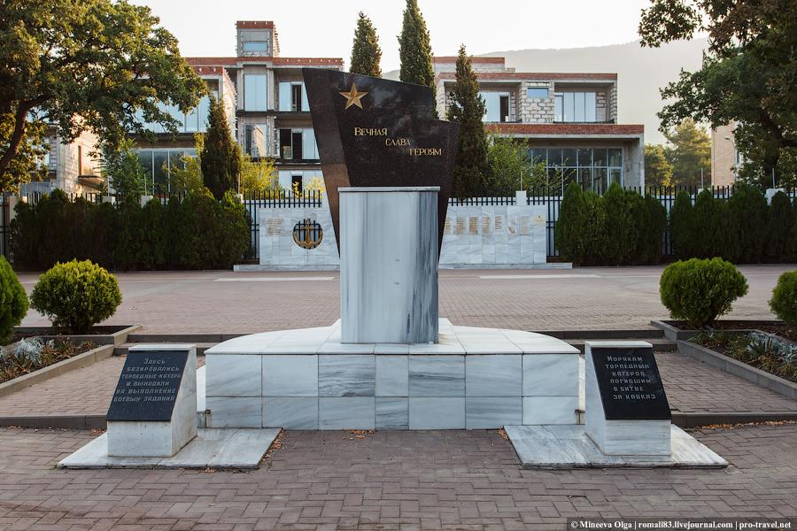 Памятники Геленджика