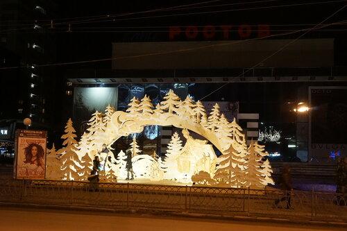 Новогодние декорации на Б.Садовой возле кинотеатра Ростов