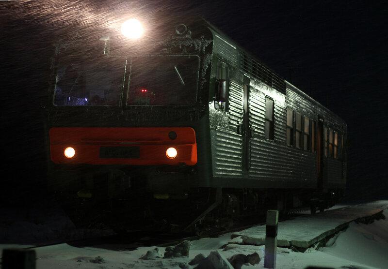 АЧ2-084 пригородным поездом Ржев-Балт - Вязьма у платформы Вазуза, перегоне Сычёвка - Новодугинская