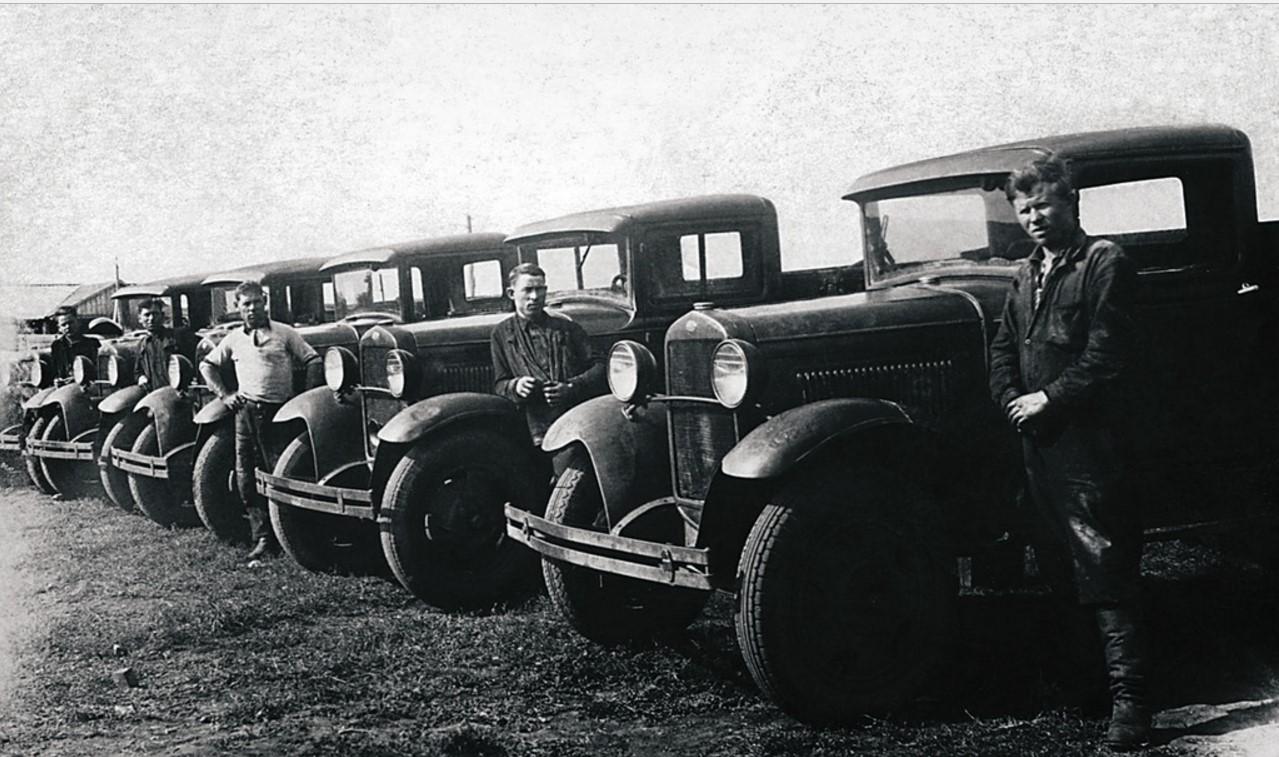 Еманжелинская МТС. Отправка шоферов и автомашин на фронт. 1941