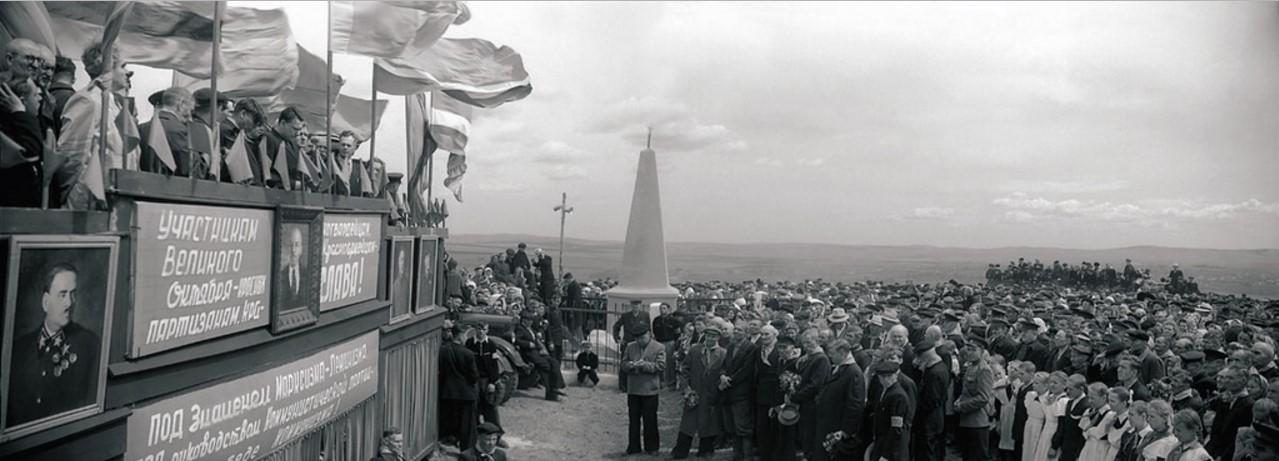 Верхнеуральск. Митинг красных партизан и жителей города в память о событиях гражданской войны на Южном Урале (1957)