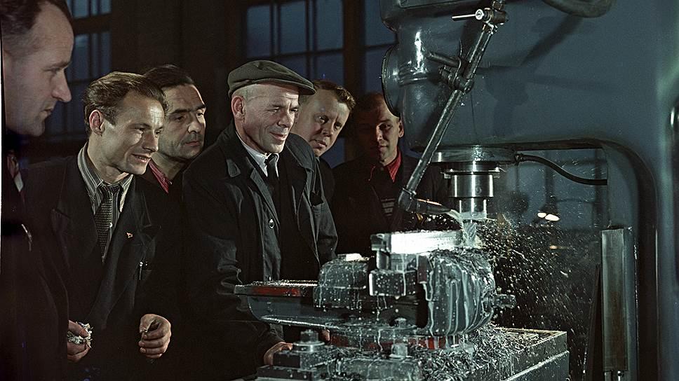 Передовые рационализаторы Кировского завода. Исаак Тункель, Борис Уткин, 1959 год
