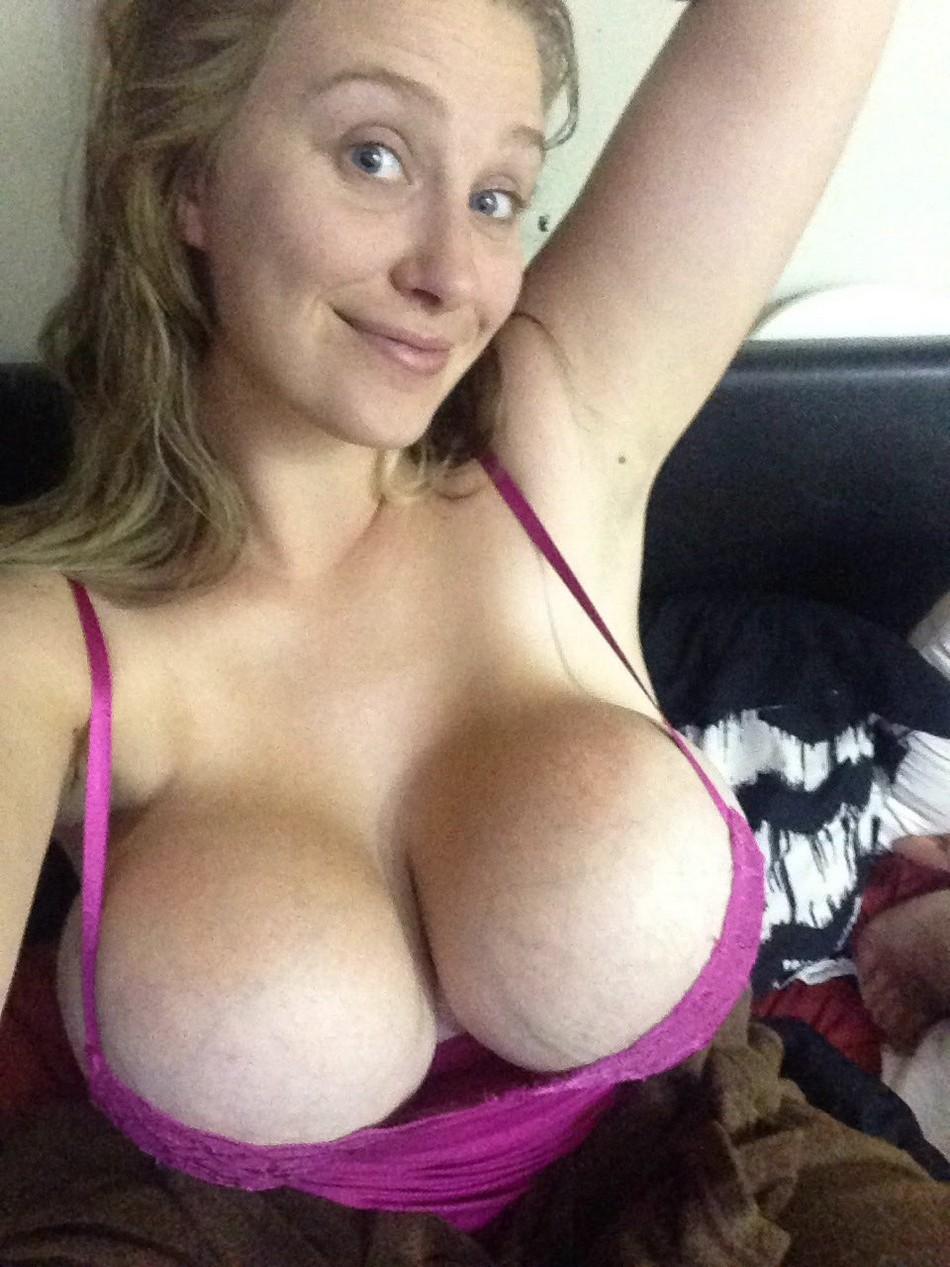 Эта дама увеличивала грудь три раза, но ей все мало