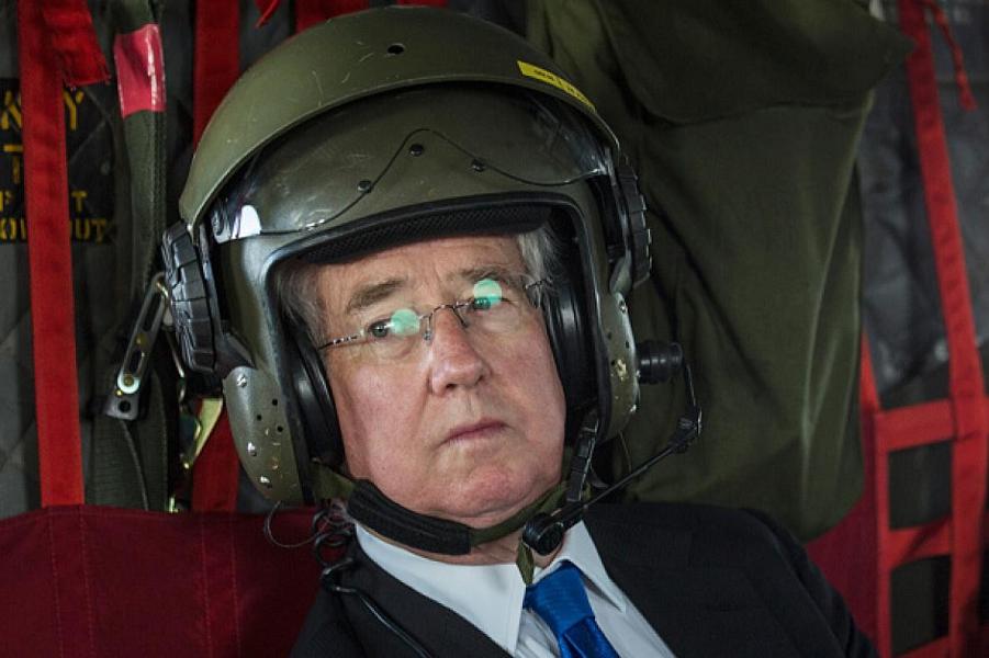 Министр обороны Великобритании Майкл Фэллон.png