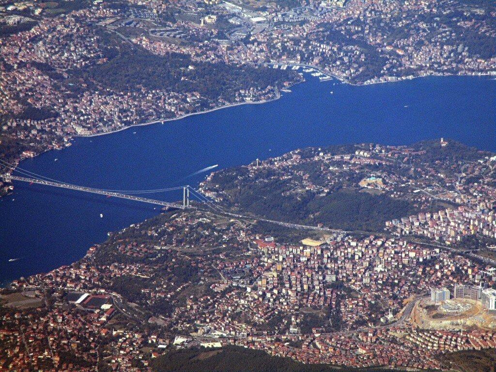 Bosphorus. Sultan Mehmet Fatih bridge (tour. Fatih Sultan Mehmet Köprüsü)